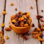 What changes in the body by eating raisins every day?